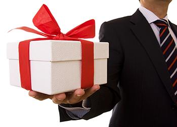 77213fa289 TOP prezentów dla kolegów i szefa na święta  Pomysły na prezenty ...