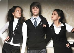 Garderoba dla nastolatków: jak wybrać odpowiednie ubrania, aby wyglądać modnie   PrintSalon.pl