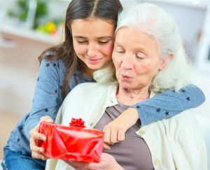 Jak wybrać prezent urodzinowy dla babci?   PrintSalon.pl