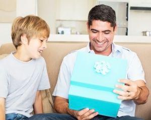 Co dać tacie na Dzień Ojca: przydatne porady dotyczące wyboru | PrintSalon.pl