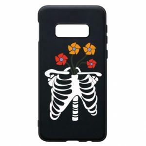 Etui na Samsung S10e Bones with flowers