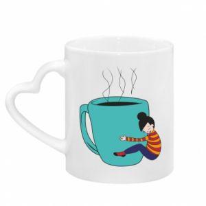 Kubek z uchwytem w kształcie serca Hugging a cup of coffee