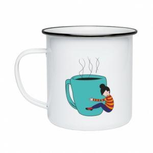 Kubek emaliowane Hugging a cup of coffee