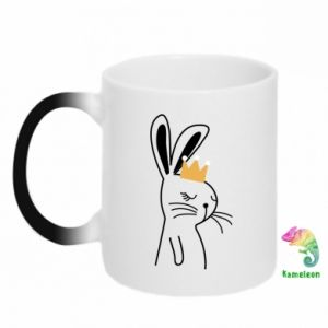Chameleon mugs Bunny in the crown