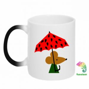 Chameleon mugs Mouse under umbrella