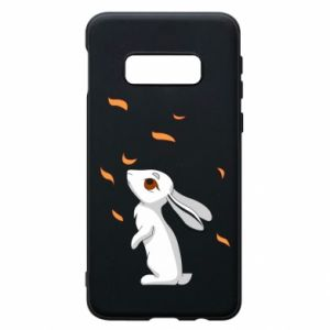 Phone case for Samsung S10e Rabbit looks at the leaves