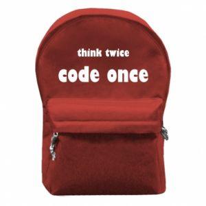 Plecak z przednią kieszenią Think twice code once