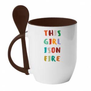 Kubek z ceramiczną łyżeczką This girl is on fire