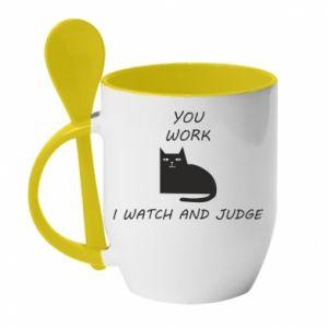 Kubek z ceramiczną łyżeczką You work i watch and judge